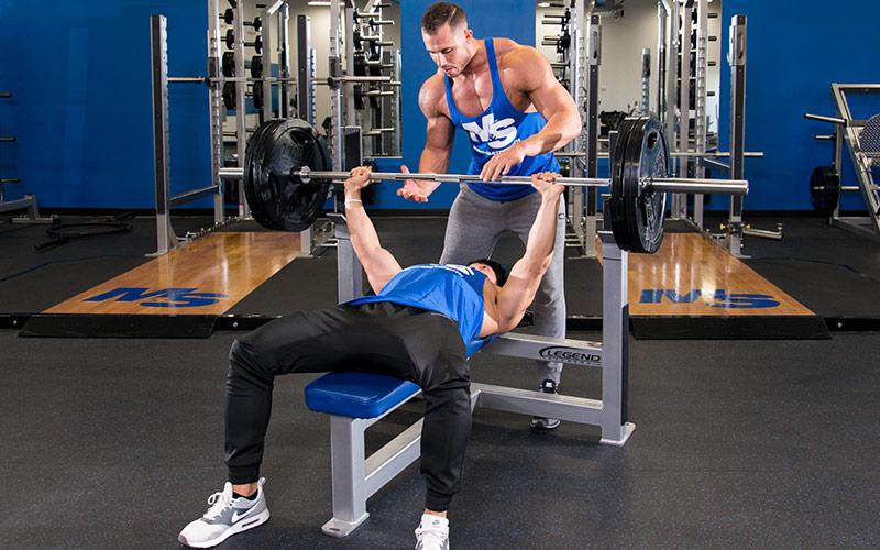 Program antrenament piept pentru Masă Musculară