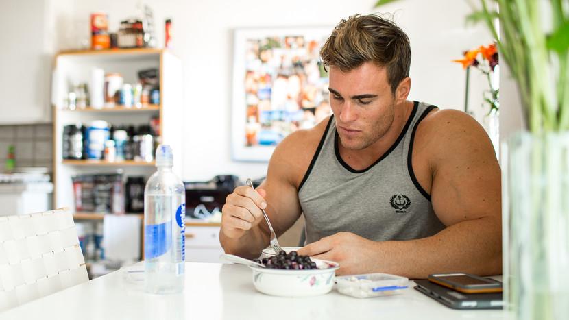 Ce să Mănânci Înainte și După Antrenament
